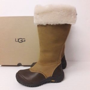 0c4d2fbbd5a CLEARANCE UGG Miko Boots Size 5.5